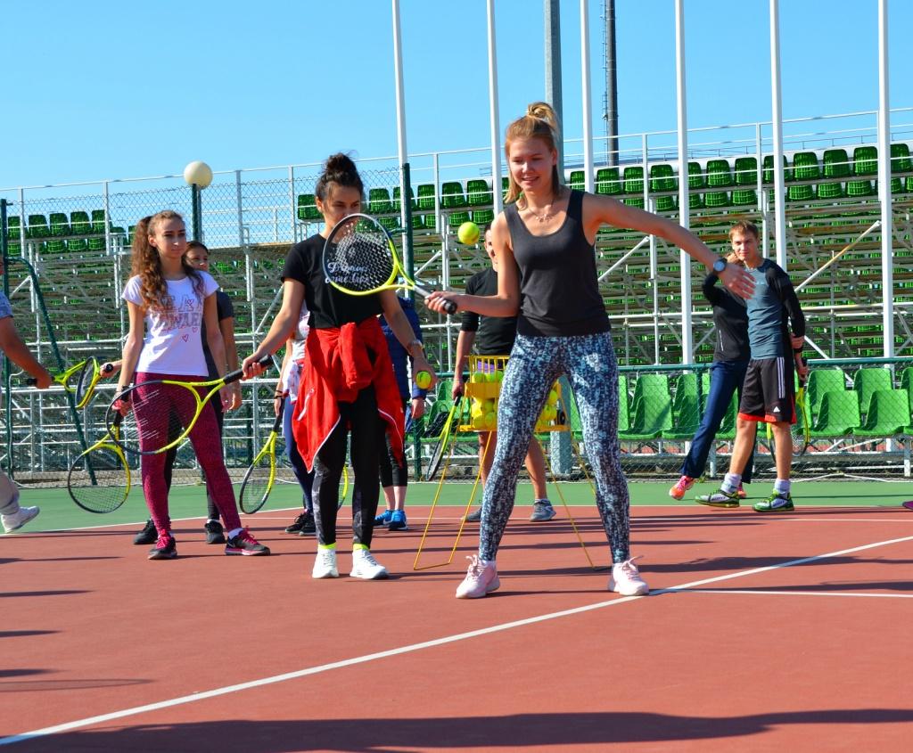 Студенты Повгафксит на кортах Академии тенниса